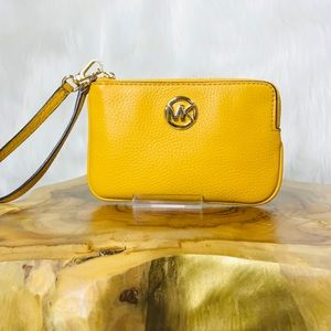 Michael Kors Fulton Medium TZ Wristlet